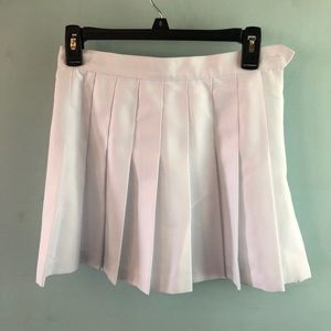AMERICAN APPAREL white pleated skirt